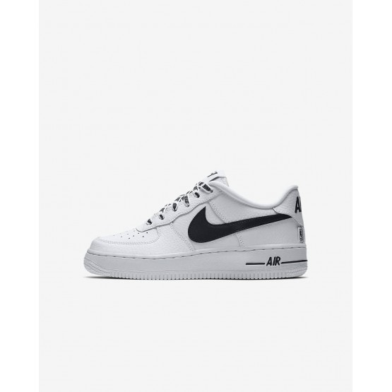 Zapatillas Casual Nike Air Force 1 LV8 NBA Niño Blancas/Negras 752JSNOK