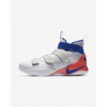 Tenis Basquete Nike LeBron Soldier XI SFG Mulher Branco/Vermelhas/Platina/Azuis 798TYBER